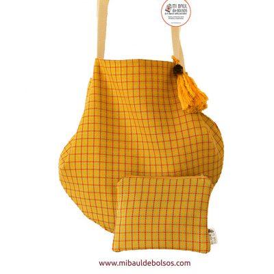 Pack-bolso-cuadros-amarillo-y-monedero